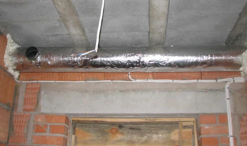 Вытяжное вентиляционное отверстие в гаражном помещении смежного типа