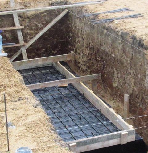 Заливка армированной стяжки пола смотровой ямы