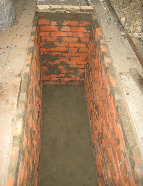 Кладка стен ямы