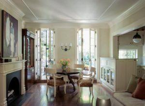 Светлая французская гостиная