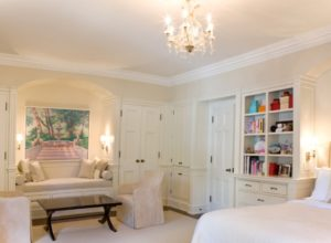 Светлый французский стиль в интерьере спальни