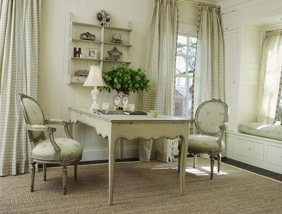 Деревянная резная мебель в гостиной прованс