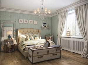 Светлая спальня с большим сундуком в стиле прованс