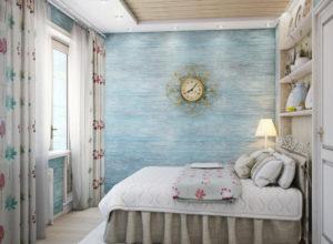 Спальня в стиле прованс с потолком и стенами, отделанными деревянными панелями
