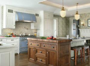 Вытяжка и варочная поверхность в голубых тонах в кухне в стиле прованс