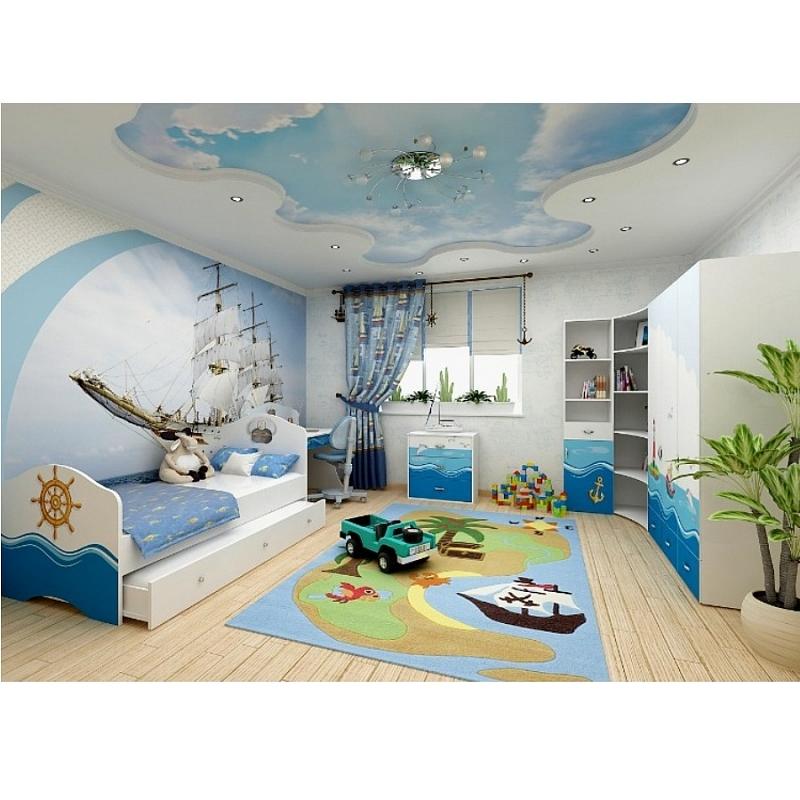 На полу в детской — ковёр с морской тематикой