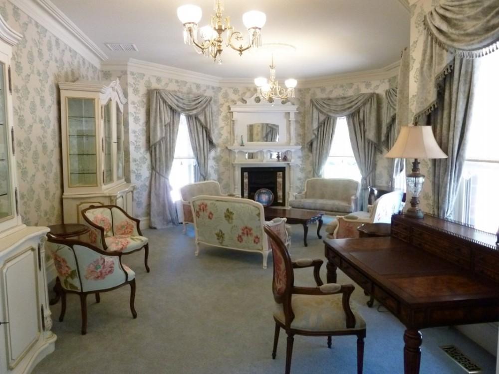 Освещение в комнате во французском стиле