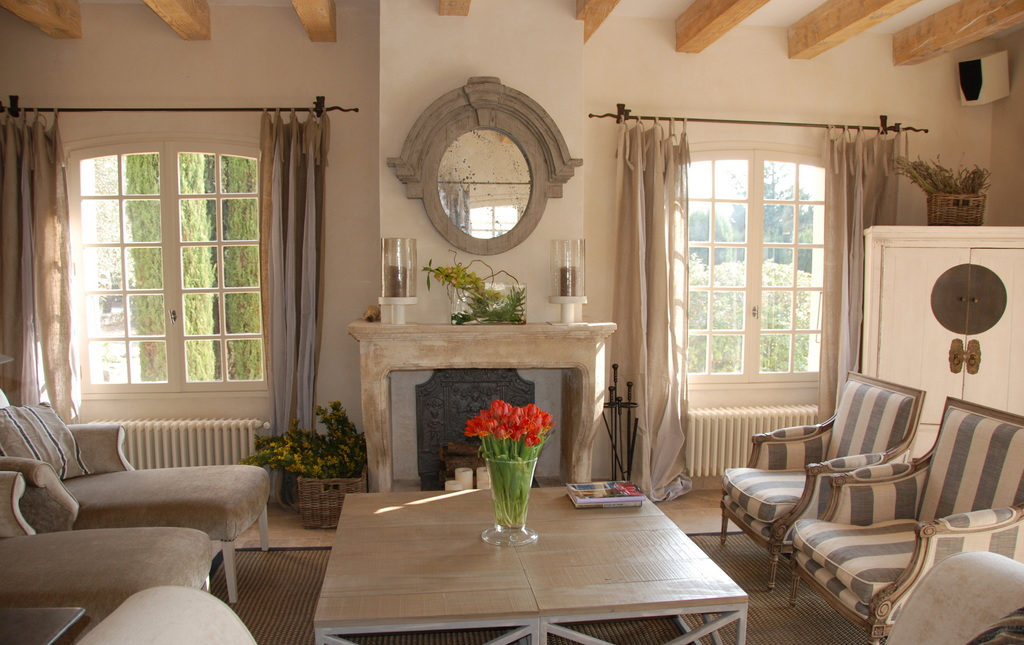 Потолок в стиле прованс является элементом декора