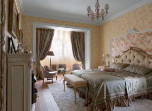 Спальня с электрокамином в стиле прованс