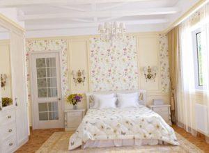 Интерьер спальни в пастельных тонах в стиле прованс