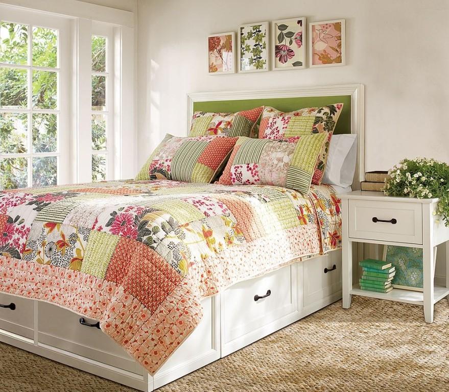 Кровать в стиле прованс с высоким изголовьем