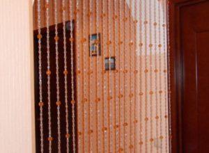 Нитяные шторы в прихожей