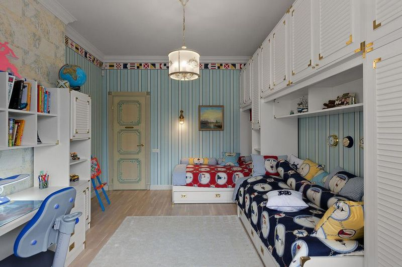 Детская комната с белой мебелью