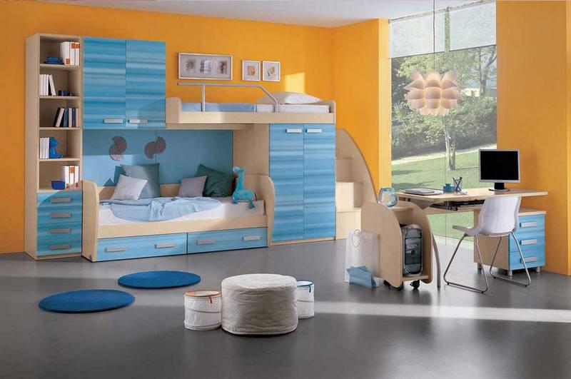 Детская комната в оранжевых и голубых тонах