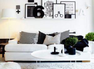 Белая гостиная с тёмным декором