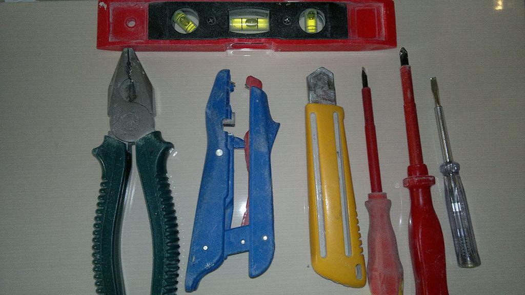 Инструмент для монтажа выключателя